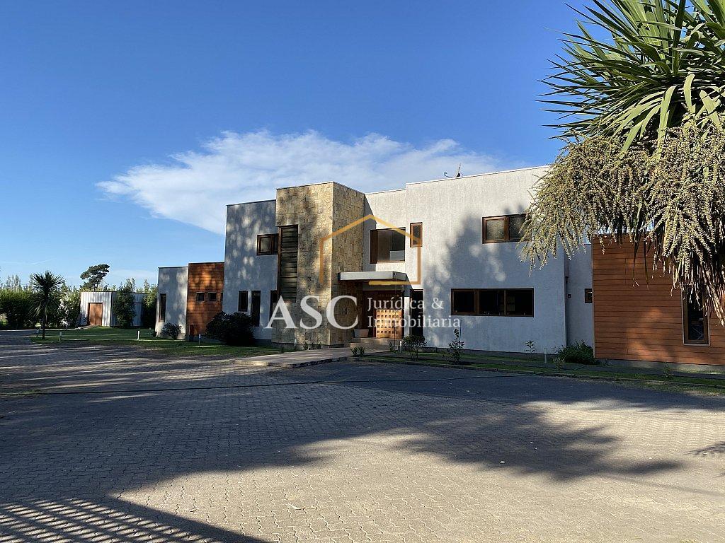 Moderna casa estilo mediterraneo